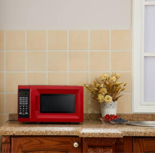 0.7 Ft. 700W Red Microwave Power